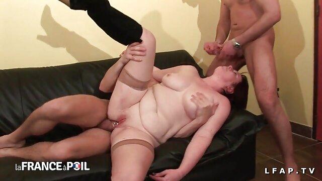 Preciosa morena con grandes pechos naturales hijo viola a su madre xxx handjobs maravillosamente