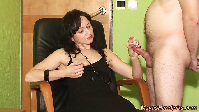 Sexo follando con mi madre a escondidas en casa muy grande