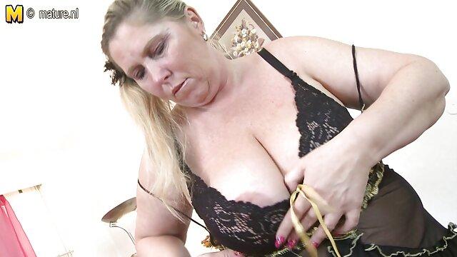 Chica eyacula xxx mamás con su juguete sexual favorito