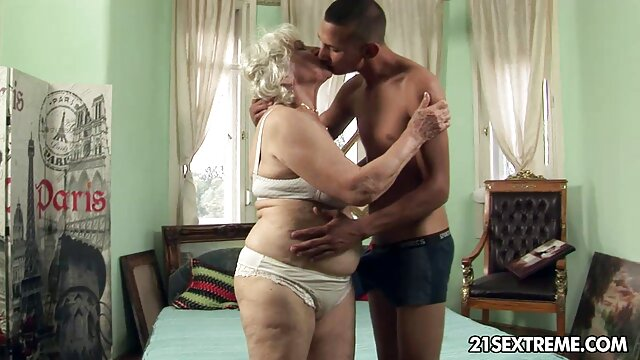 Morena rusa con sexo lesvico madre e hija falda corta