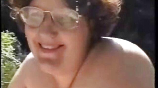 Chica sensual disfrutó de un polvo sexo lesbico madre e hija sucio