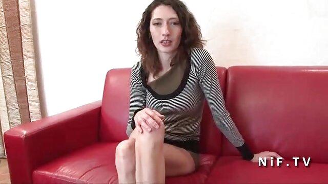 Sexo anal con larva tetona impresionó al hombre madre e hija serviporno