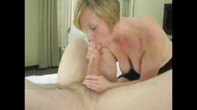 Rubia trabajando con el pie mama e hija xxx dick