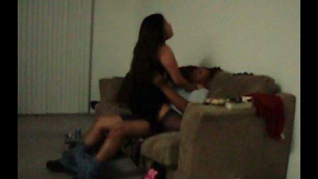 Linda chica follada por dos incesto madre e hijo en hotel villanos musculosos