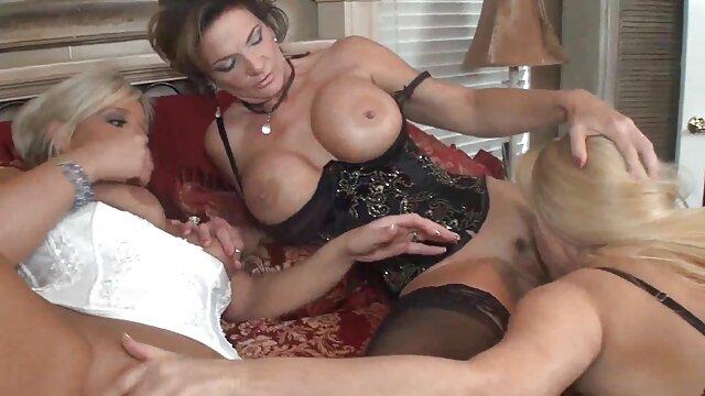 Mujer depravada videos xxx de madres maduras chupa dos pollas duras en el casting