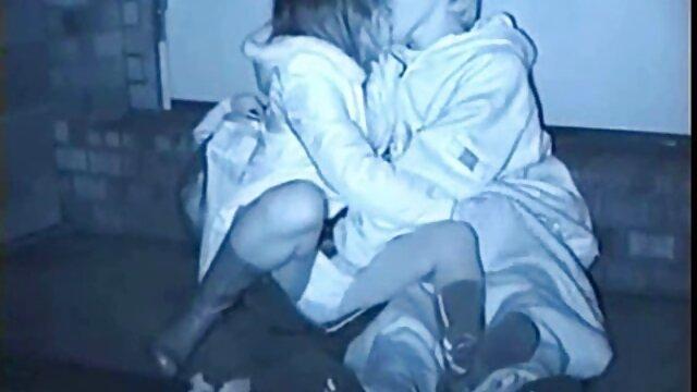 Dos amigos le dieron al chico un placer inolvidable madre seduce a su hijo xxx