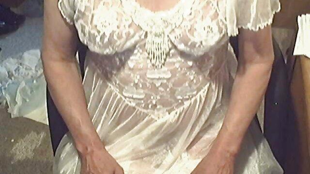 Perra apasionada en medias negras xnxx madre hijo se entrega a un novio erecto sólido