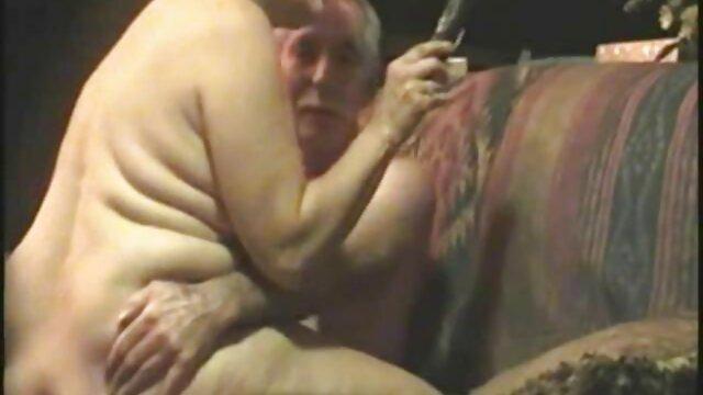 Linda jovencita es mimada madre pormo por el poderoso pene del viejo novio